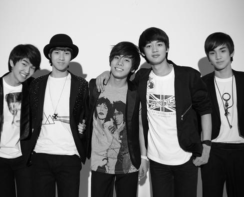 SM Entertainment group, SHINee.