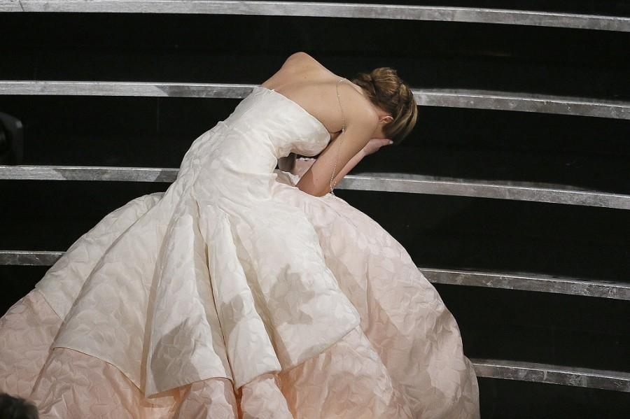 +Jennifer+Lawrence+trips+on+the+way+to+accept+her+Academy+Award.