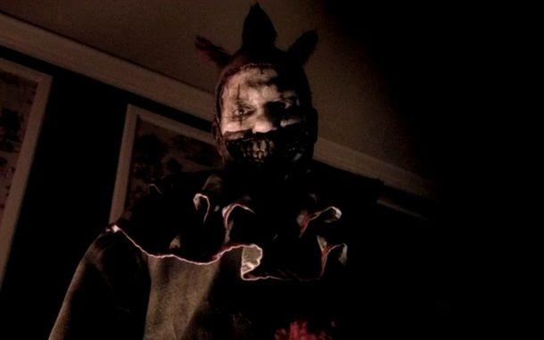 The+nightmarish+clown%2C+Twisty%2C+played+by+John+Carroll+Lynch.+