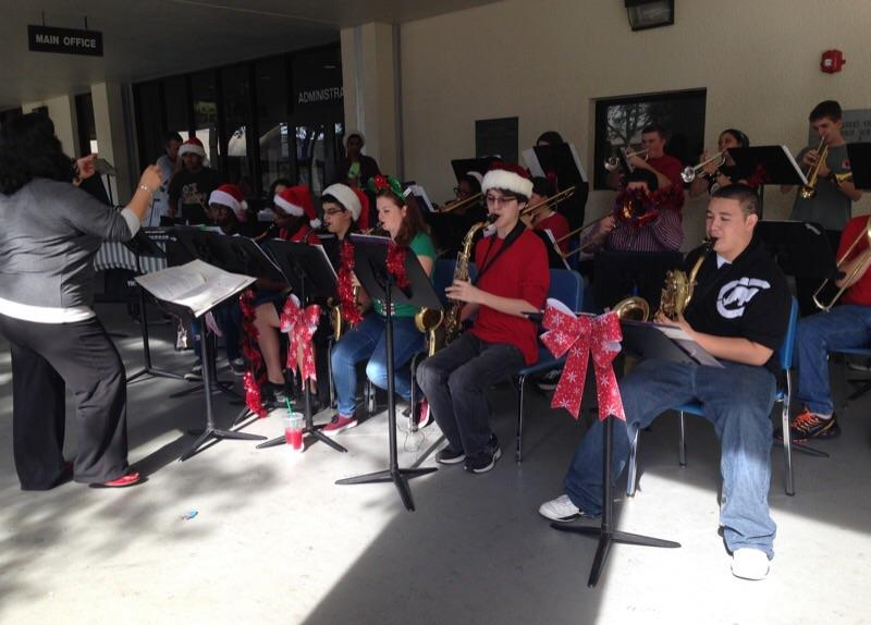 The Santaluces Jazz Band put on a holiday performance at lunchtime.