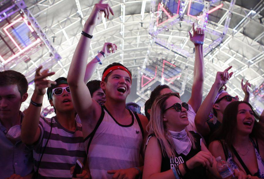 Fans cheer, dance, and sing along as Vanic performs at the Coachella Music and Arts Festival in Indio, Calif., on Saturday, April 16, 2016. (Katie Falkenberg/Los Angeles Times/TNS)