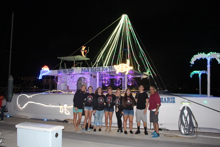 Santaluces+swim+team+at+the+boat+parade.