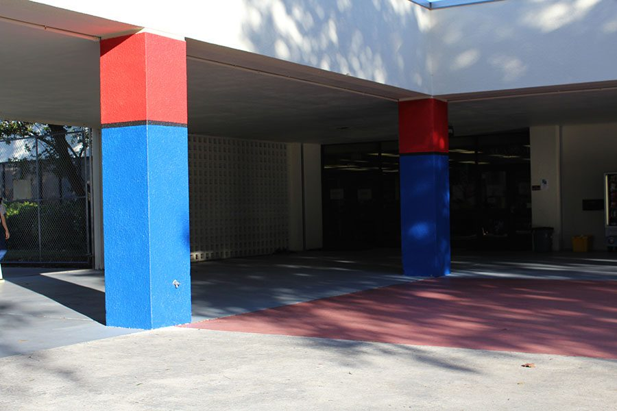 What+Are+Those+Painted+Pillars%3F