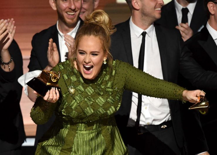 Adele+breaks+her+award+in+half+and+offers+half+to+Beyonc%C3%A8.+Courtesy+of+grammy.com.