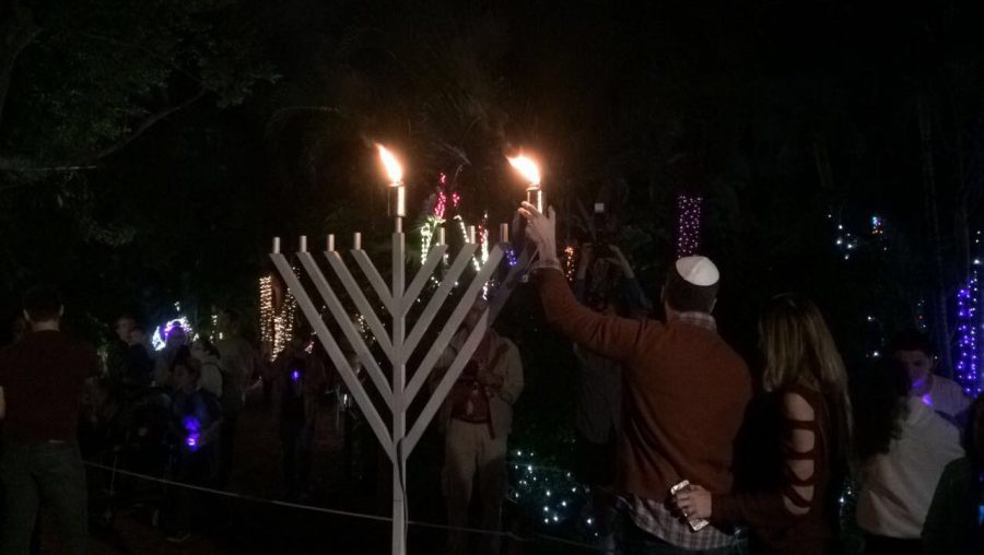 Hoffman%27s+Menorah+Lighting