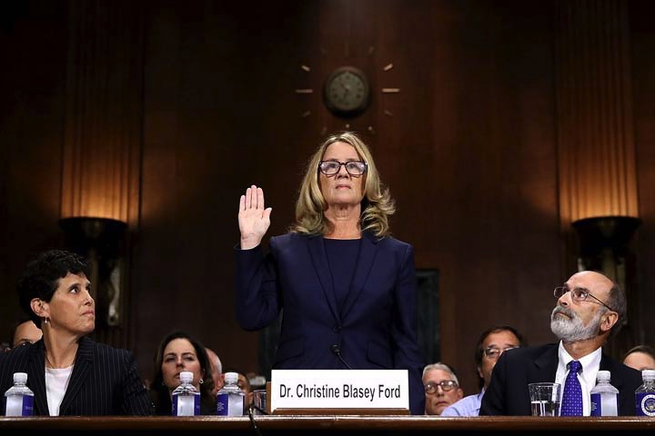 Dr.+Christine+Blasey+Ford+raising+her+right+hand+to+take+the+oath.