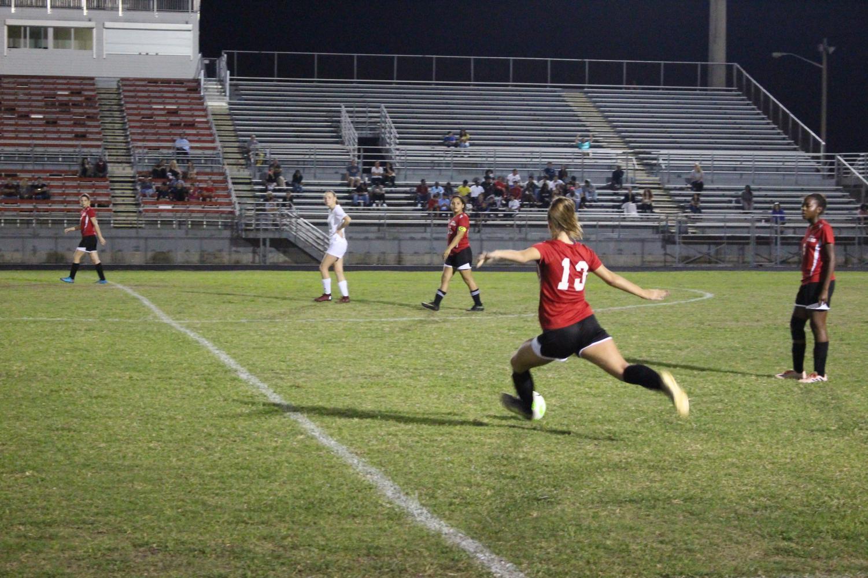 Santaluces+soccer+player+kicking+the+ball