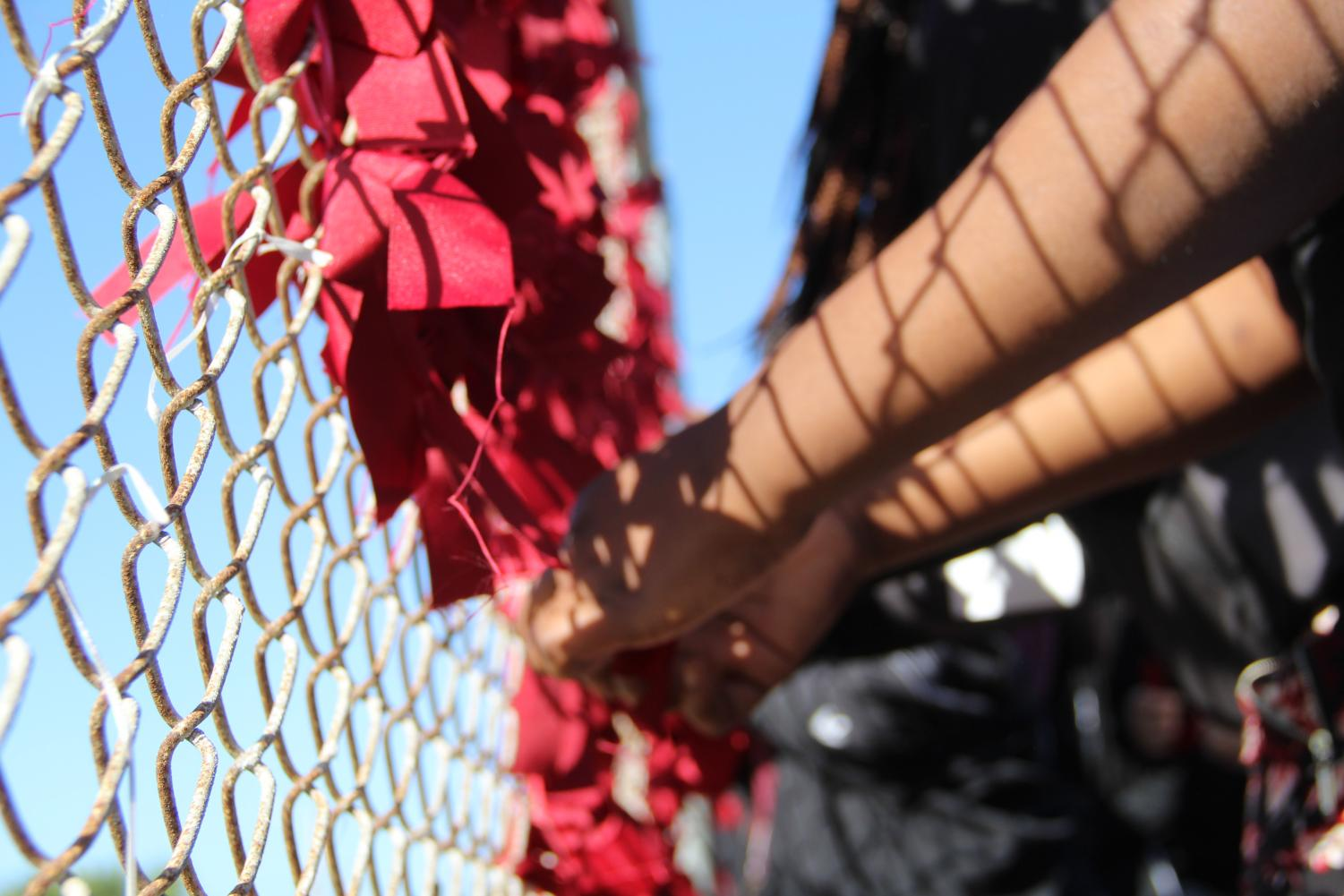 Tying+ribbons+on+the+fence