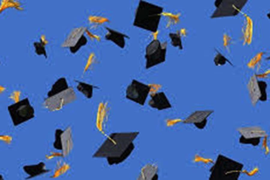 Santaluces%27+seniors+are+ready+to+receive+their+diploma.
