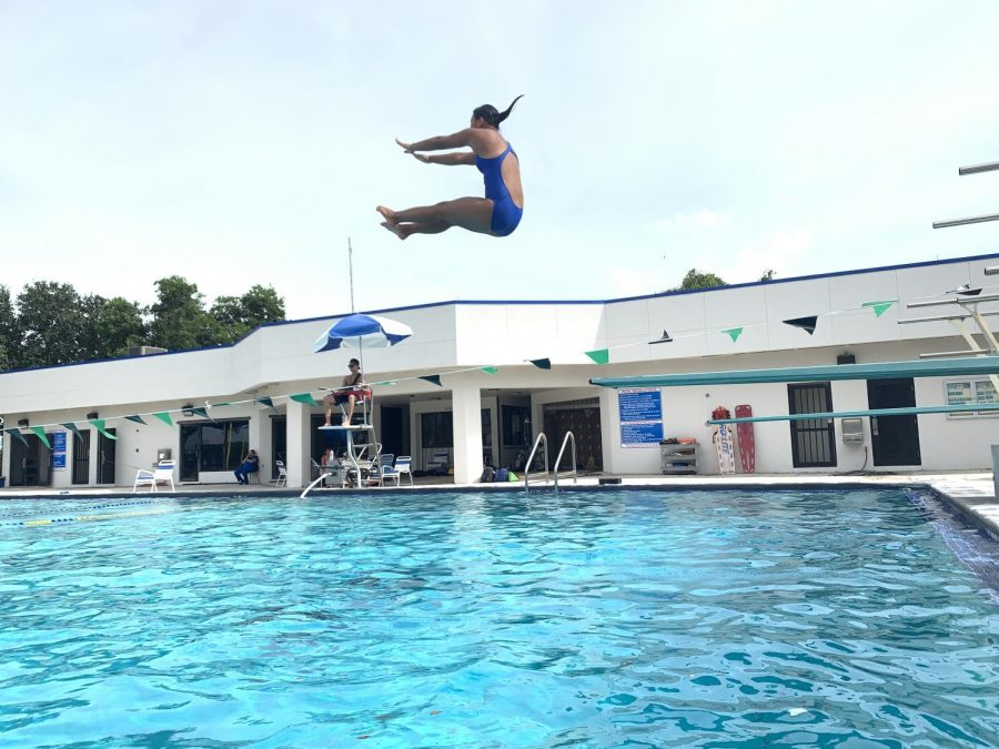 Mai Homrich diving at practice