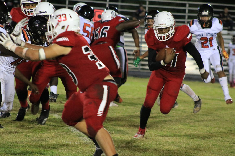 Tae'nard Boyd runs the ball.