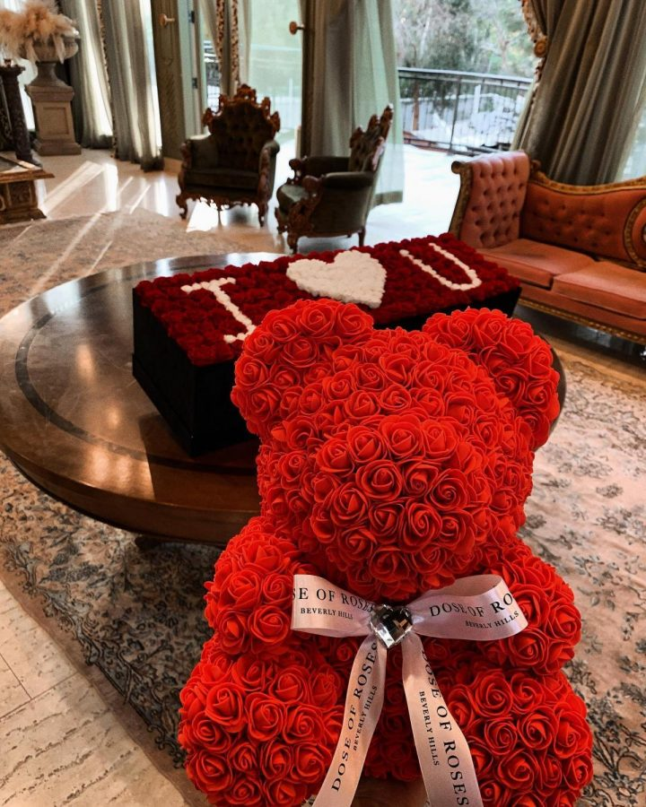 Two+Valentine%27s+Day+essentials%2C+Roses+and+Teddy+bears+come+together+for+a+memorable+gift.+